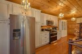 Luxurious Kitchen 3 Bedroom Cabin Sleep 9
