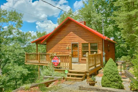 Honeymoon Cabin with Private Wooded Location - Sugar Plum