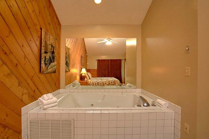 Honeymoon Cabin with Oversize Jacuzzi Tub - Sugar Plum