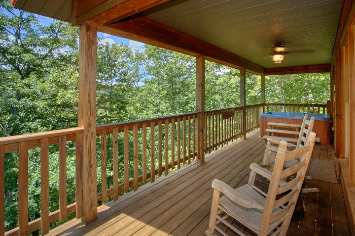 Private Honeymoon Cabin with Wooded Views - Sugar Plum