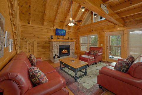 4 bedroom cabin with stone fireplace - Suite Retreat