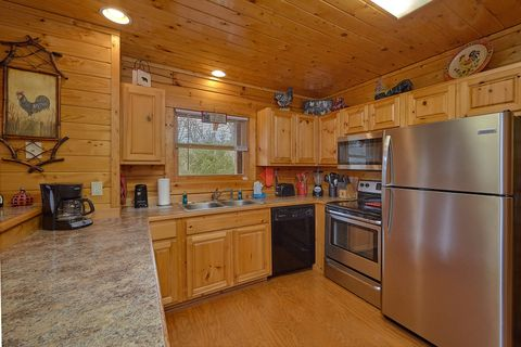Fully stocked Kitchen in 4 bedroom cabin - Suite Retreat