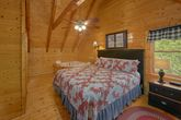 Cabin with King Master bedroom and Jacuzzi Tub