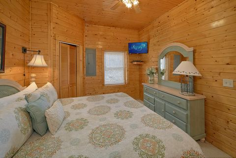 Premium 4 bedroom cabin with 4 King beds - Suite Retreat