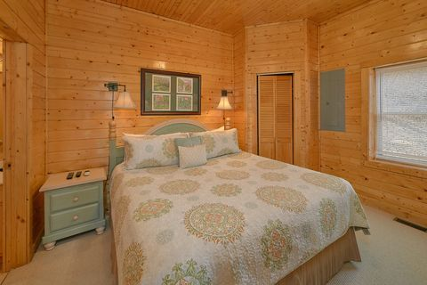 Luxury cabin with 4 master suites with King beds - Suite Retreat