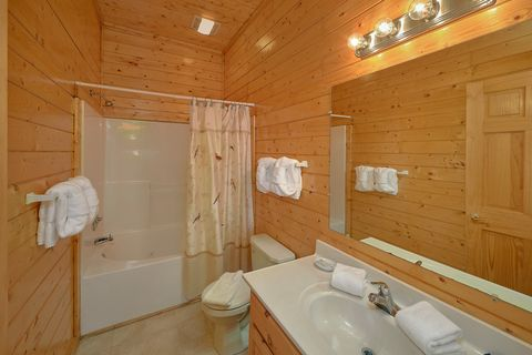 Luxury cabin with 4 Private bathrooms - Suite Retreat