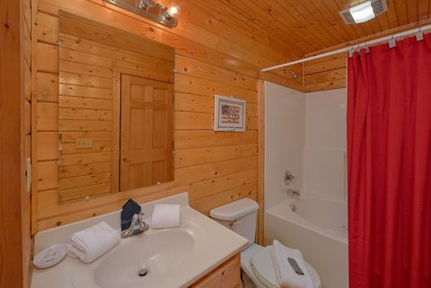 Premium cabin rental with 4 bedrooms and 4 baths - Suite Retreat