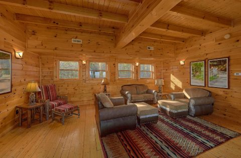 9 bedroom cabin with spacious Living Room - Summit View Lodge