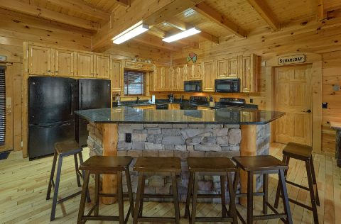 9 bedroom cabin with oversize kitchen - Summit View Lodge