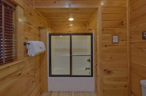 Master bathroom on main level in 9 Bedroom cabin - Summit View Lodge