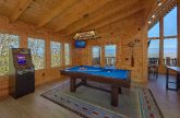 9 bedroom cabin with Pool Table and arcade game