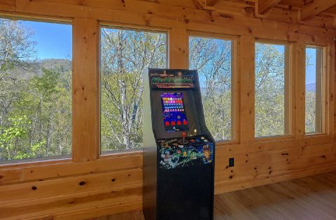 Arcade game in game room at 9 bedroom cabin - Summit View Lodge