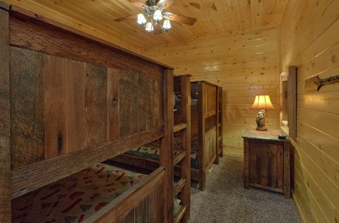 9 bedroom cabin with 2 sets of Queen Bunk beds - Summit View Lodge