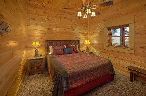 Premium 9 bedroom cabin rental with King Bedroom - Summit View Lodge