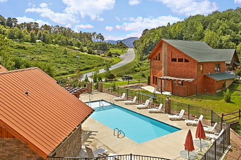 Pigeon Forge Resort cabin with Swimming Pool - Sundaze
