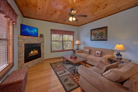 3 Bedroom Cabin with Fireplace - Sundaze