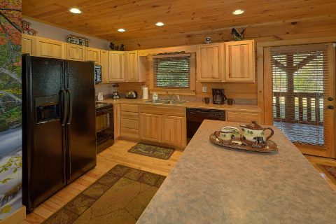 Fully Stocked Kitchen 3 Bedroom Cabin - Sweet Mountain Air