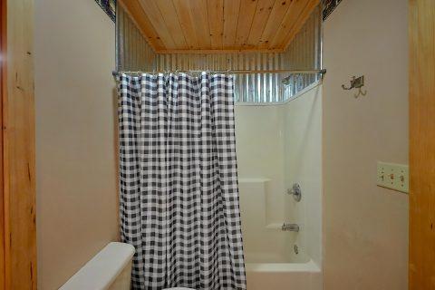 Spacious 3 Bedroom 2.5 Bath Cabin Sleeps 8 - Sweet Mountain Air