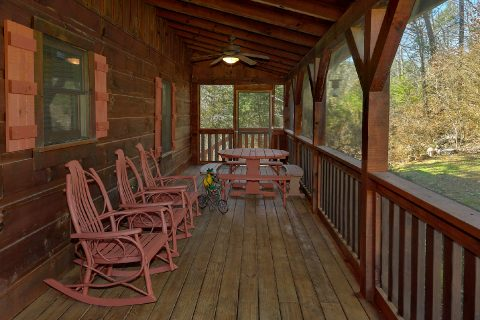 Covered Porch with Table and Chairs 3 Bedroom - Sweet Mountain Air