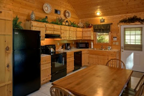 Luxury Cabin with Full Kitchen and Dining Room - Sweet Seclusion
