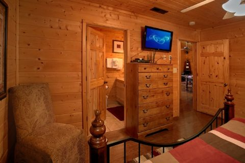 Cabin with Private King Bedroom and Bathroom - Sweet Seclusion