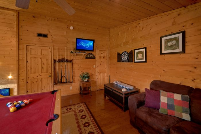 Cabin with Game Room, Darts and Arcade Game - Sweet Seclusion