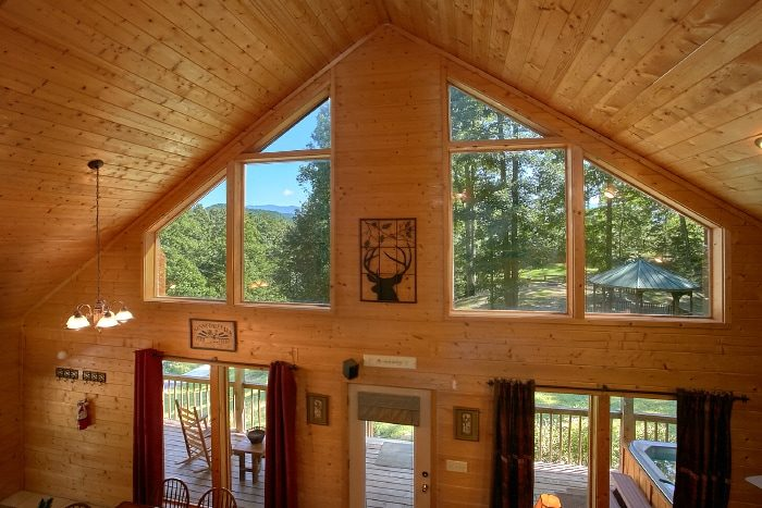 2 Bedroom Cabin with Private Hot Tub and View - Sweet Seclusion