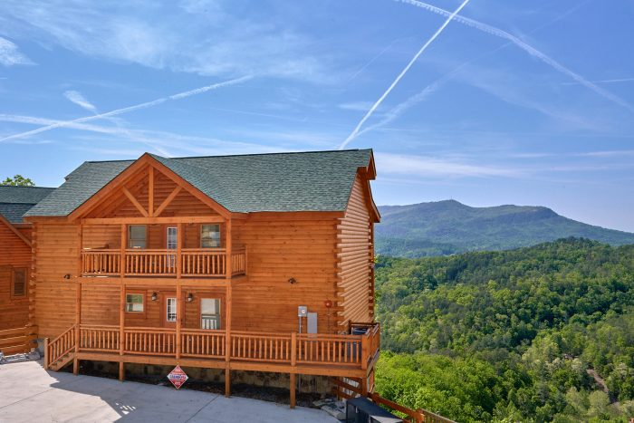 6 Bedroom Pool Cabin in the Smoky Mountains - Swimmin' In The Smokies