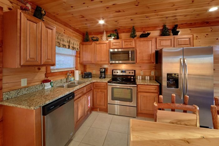Large Cabin with a Fully Stocked Kitchen - Swimmin' In The Smokies