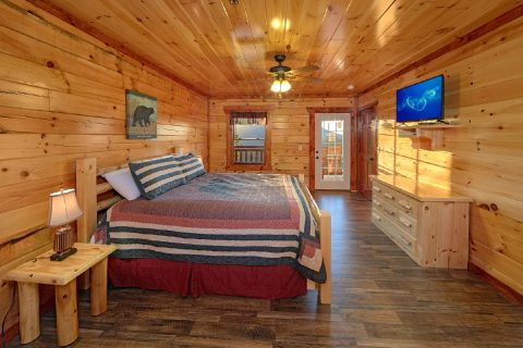 Smoky Mountain Cabin with 6 King Suites - Swimmin' In The Smokies