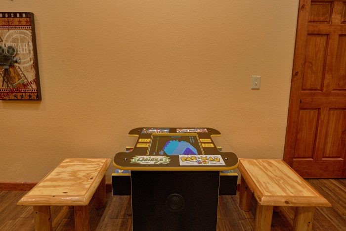 6 Bedroom Cabin with an Arcade Game - Swimmin' In The Smokies