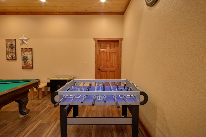 6 Bedroom Cabin with a Foosball Table - Swimmin' In The Smokies