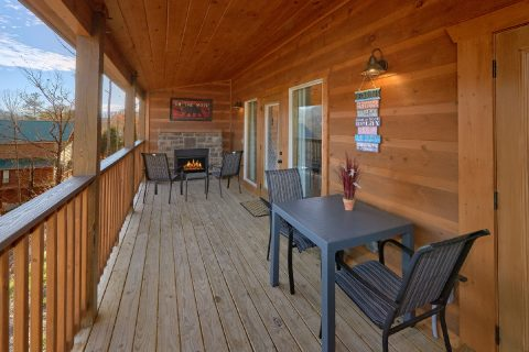 Brand New 2 Bedroom 2 Bath cabin Sleeps 6 - Swimming Hole