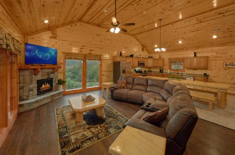 Comfortable Living Room with Satellite TV - Swimming in the Smokies