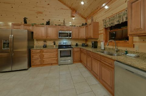 Spacious Cabin with Fully Equipped Kitchen - Swimming in the Smokies
