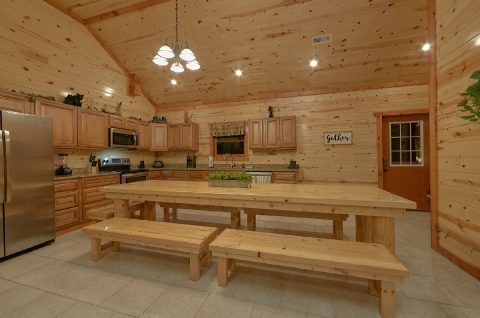 Fully Equipped Kitchen with Large Dining Table - Swimming in the Smokies