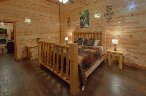 Master Bedroom with King Bed Sleeps 14 - Swimming in the Smokies