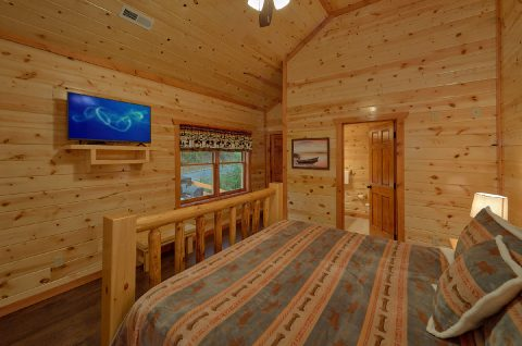 Spacious King Bedroom with Flatscreen TV - Swimming in the Smokies