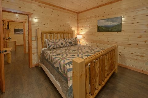 King Bedroom Sleeps 14 - Swimming in the Smokies