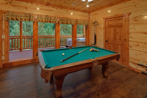 Smoky Mountain 6 Bedroom Cabin with Pool Table - Swimming in the Smokies