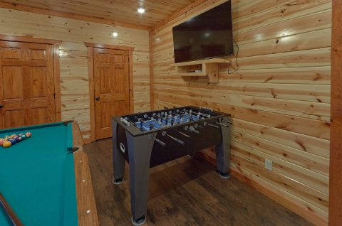 Large Cabin with Foosball Table - Swimming in the Smokies