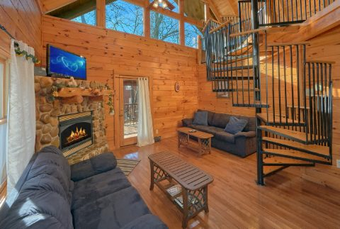 1 Bedroom Cabin with Loft and Gas Fireplace - Tennessee Dreamin