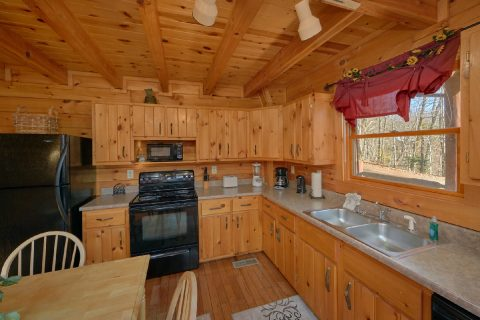 Wooded 1 Bedroom Cabin with Full Kitchen - Tennessee Dreamin