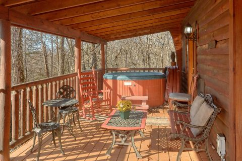 1 Bedroom Cabin with Wooded View and Hot Tub - Tennessee Dreamin