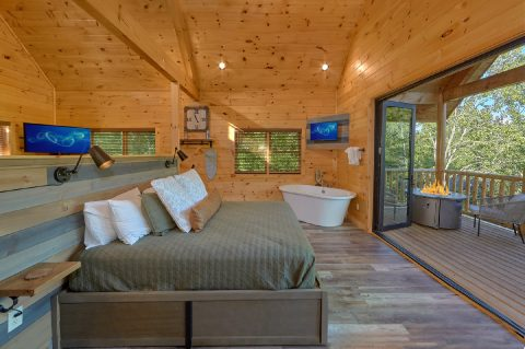 Premium 1 bedroom cabin with King bed and views - Tennessee Treehouse