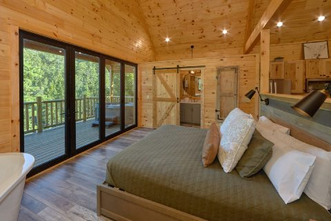 King bedroom with private deck in rental cabin - Tennessee Treehouse