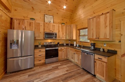 Honeymoon cabin with fully furnished kitchen - Tennessee Treehouse