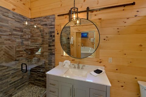 Honeymoon cabin with Luxurious Master Bath - Tennessee Treehouse