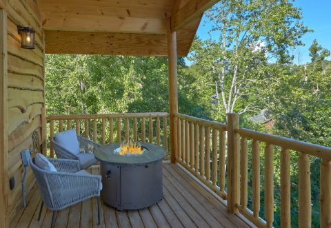 Premium Honeymoon Cabin with fire pit on deck - Tennessee Treehouse