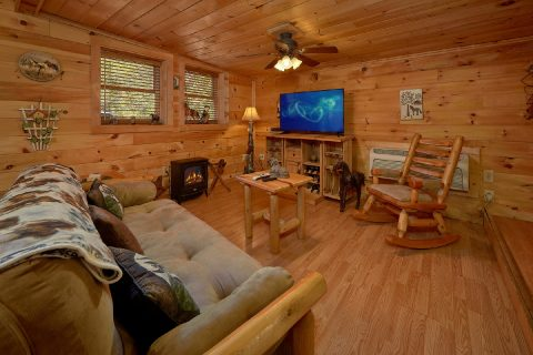 Unique 2 Bedroom Cabin with TV Sleeps 5 - The Barn